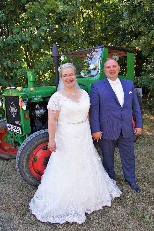 Annika und Bräutigam   ausgestattet von GolzeGlamourös