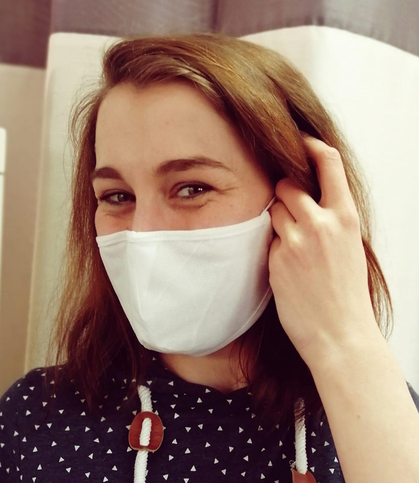 Gesichtsmaske-mit-Gummizug